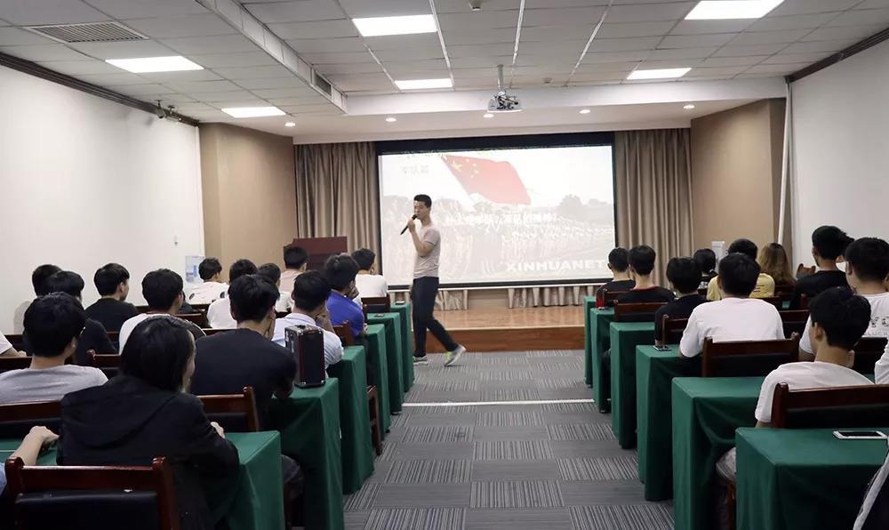 【学院资讯】教官来了!智游互联网学院开设体能训练课
