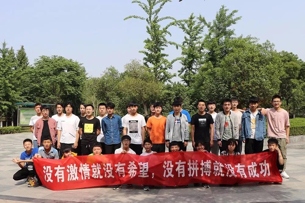 智游互联网学院举行第一届乒乓球比赛